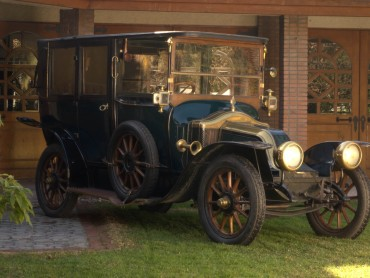 Renault-Town-Car-Chauffer-1908